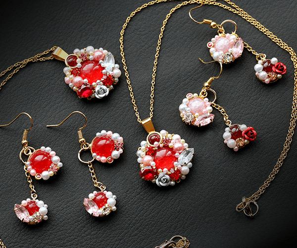 紅と淡桃のコトネアスター・ネックレス&ピアス