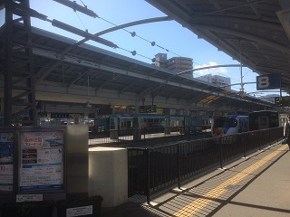 櫛形ホームの高松駅