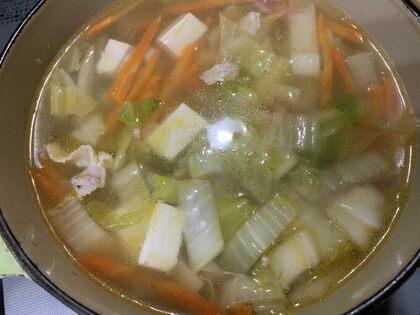 水とお豆腐とがらスープで味つけて完成