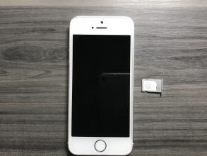 docomoで使用していたiPhone SE端末に、格安SIMカード(楽天モバイル)を挿して使えるのかどうか?