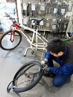 自転車タイヤ交換1812