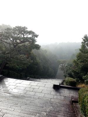桃山御陵より霧に包まれた町を見る1812