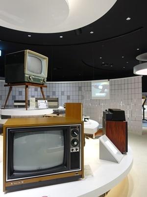 パナソニックミュージアムテレビ展示1902