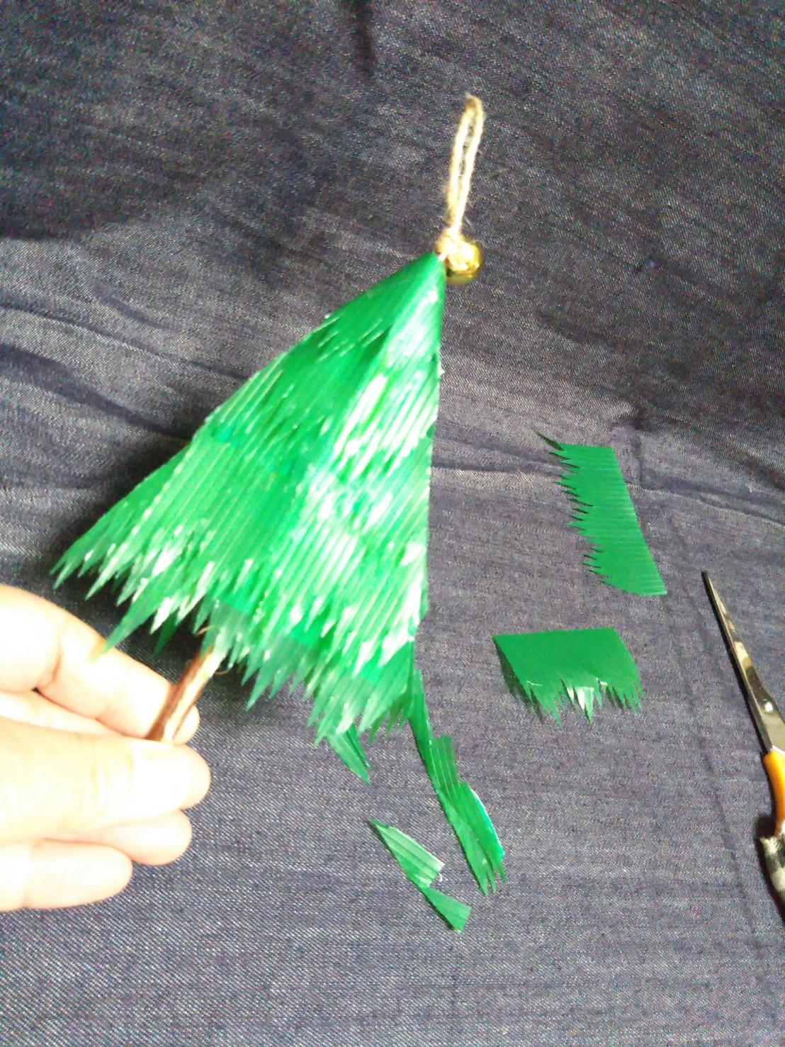 バラン クリスマスツリー 脇を切る2