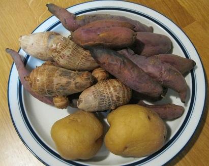 お皿の焼き芋3種