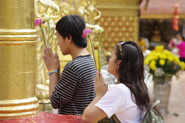 寺院での様子