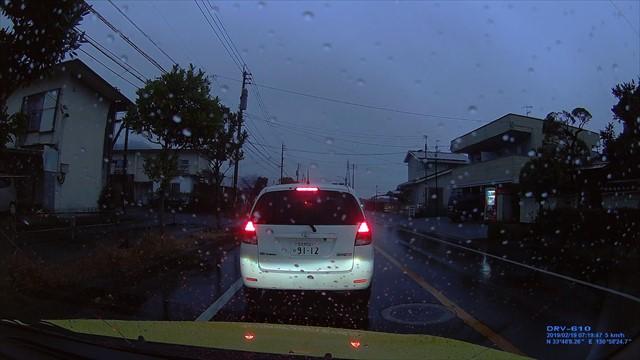 20190219 トヨタ スパシオ白 歩道を走行-10