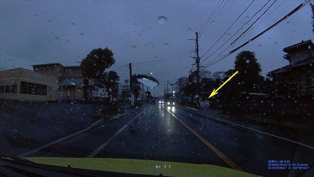 20190219 トヨタ スパシオ白 歩道を走行-2