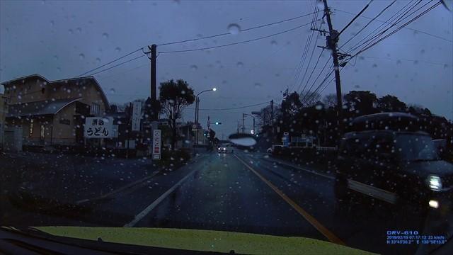 20190219 トヨタ スパシオ白 歩道を走行-3