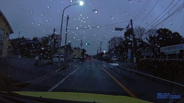 20190219 トヨタ スパシオ白 歩道を走行-4