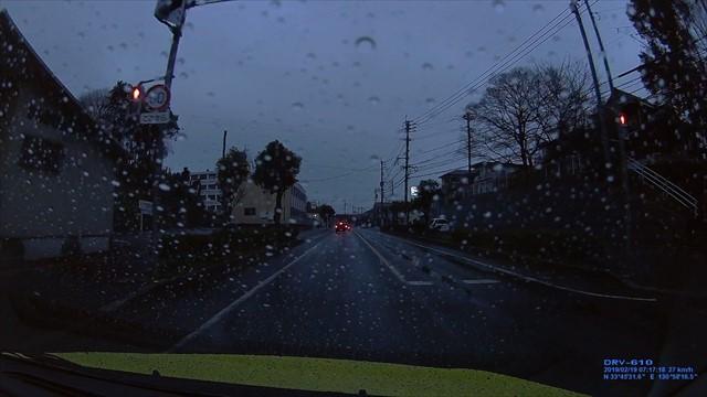 20190219 トヨタ スパシオ白 歩道を走行-5