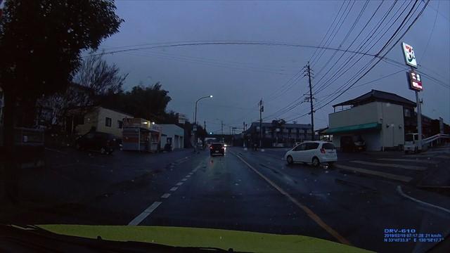 20190219 トヨタ スパシオ白 歩道を走行-7