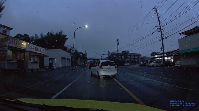 20190219 トヨタ スパシオ白 歩道を走行-8