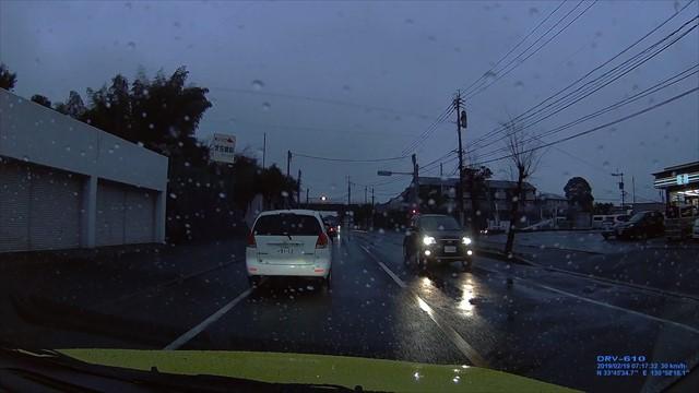 20190219 トヨタ スパシオ白 歩道を走行-9