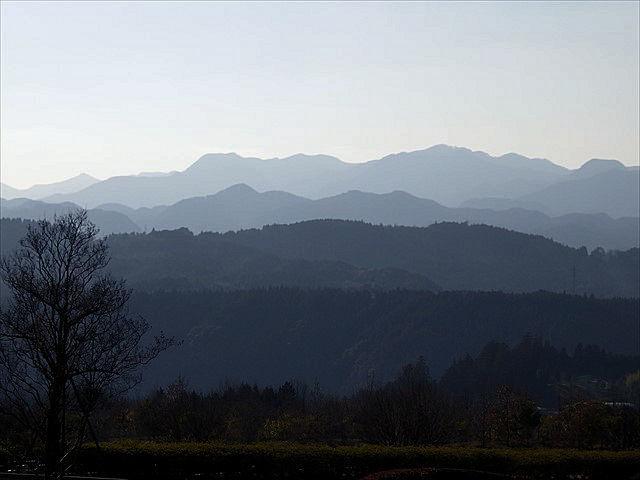 天ケ瀬の墓苑-3 遠くの山々