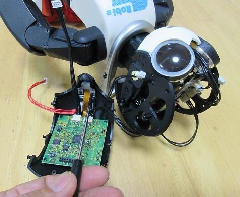 9 フロントヘッドカバーに画像処理ボードとカメラステーを取り付け