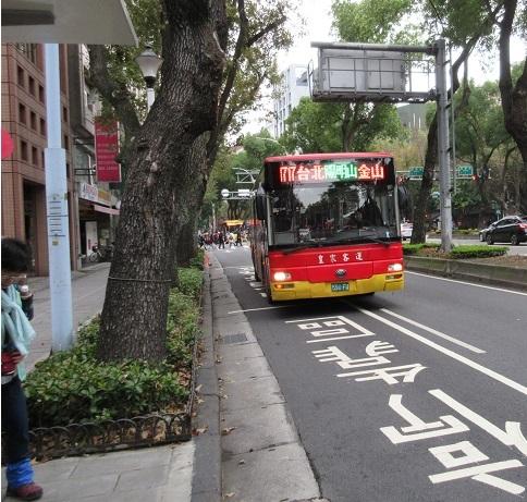 5 皇家客運の金山行き・1717路バスがやって来た