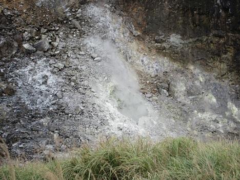 17 ガスの噴気孔 轟音