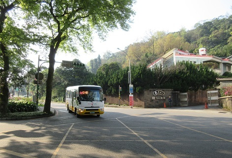 21 小9のバスがやって来た
