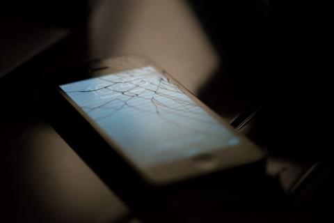 iPhone ガラス 割れ