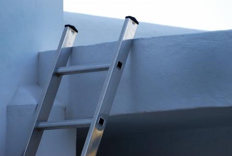 アルミはしご 一つ上へ