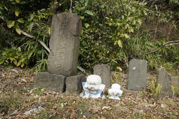 志田峠の馬頭観音碑