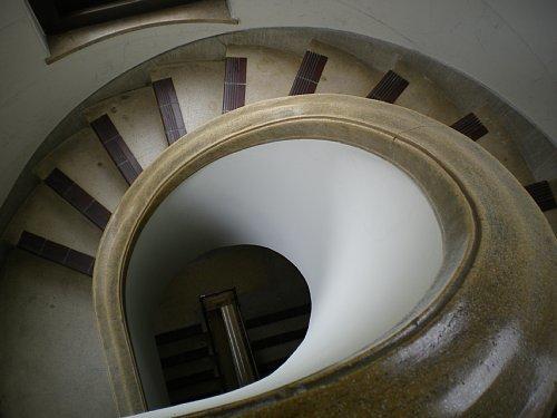 豊橋市公会堂・階段2