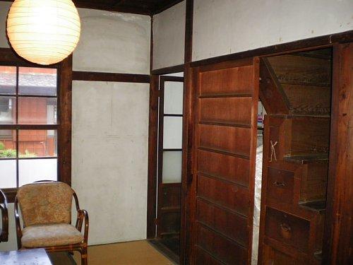野間郵便局旧舎・休憩室