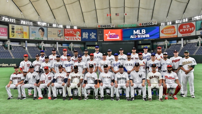 2018.11.7 日米野球の開幕を前に集合写真を撮影するMLBオールスターチーム