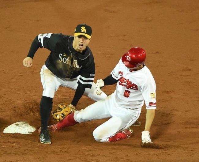 2018.11.3 日本シリーズ第6戦 2回裏二死一、三塁で一走の安部が盗塁失敗