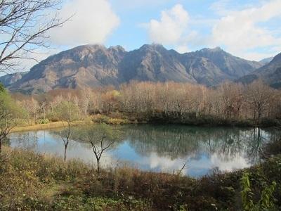 白池と海谷三山