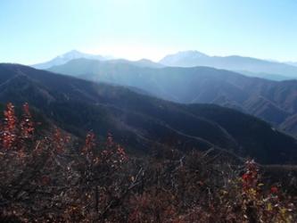 山頂から望む魚沼三山