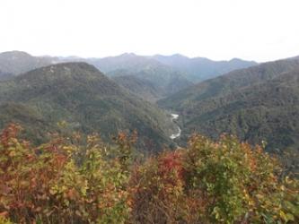 山頂から望む(朝日連峰と荒川源流)