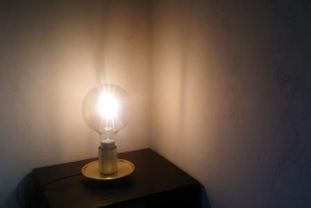 IKEAでベッドサイド照明