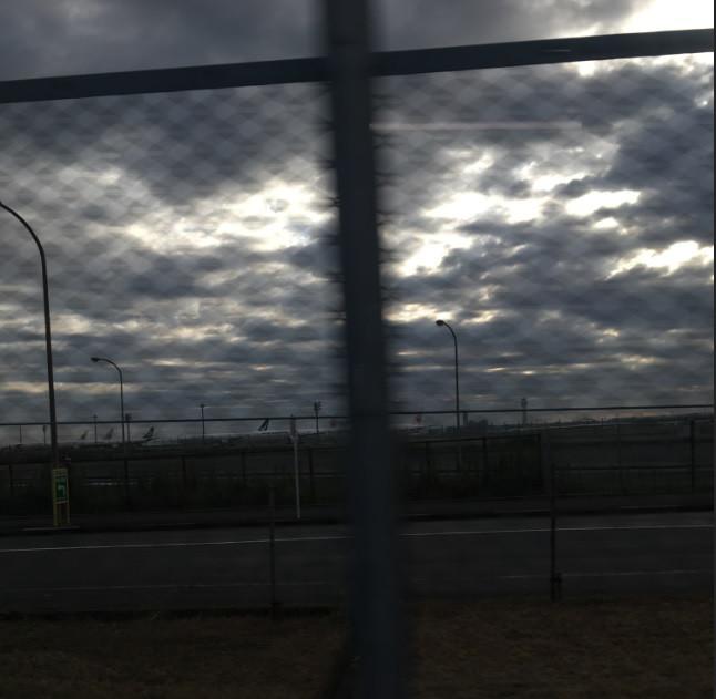 空港へ向かう途中の風景