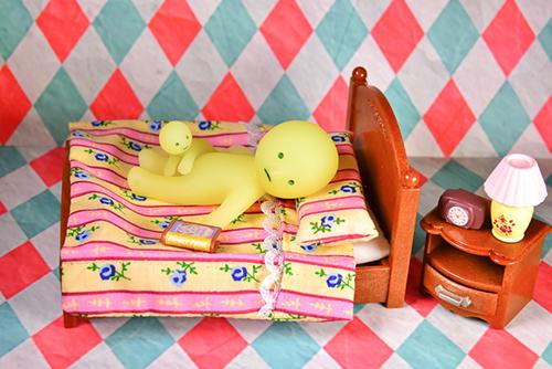 ツバキアキラが撮ったスミスキーの写真。もっと本を読んでほしいチビダラケスキーと、もう眠たいカクレスキー。