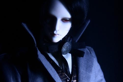 「帝都物語」の加藤保憲としてお迎えした、Ringdoll、Dracula-Style B。Warren服を着せたら、本来の吸血鬼らしさが際立ちました。