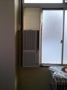 ようやく付いた窓型エアコン(2)