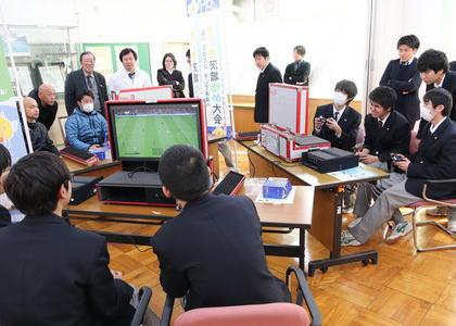 「部活でゲーム」は受け入れられるか … 公立高校で「eスポーツ」を学校の正式な部活とする検討、校長は前向き、しかし教員の間には公費でのゲームソフト購入などに根強い抵抗感も