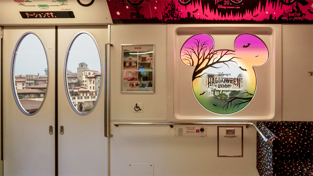 ハロウィーンの時 車窓のミラコスタ(ディズニーリゾートライン)