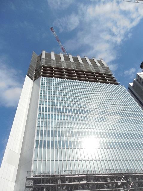 桜川橋の上から見た建設中の横浜市庁舎b