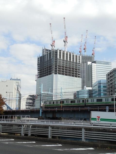 桜川橋の上から見た建設中の横浜市庁舎a