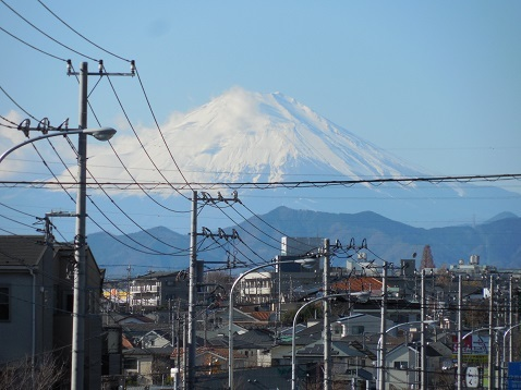 ワークマン上飯田店の前から見た富士山@横浜市泉区b