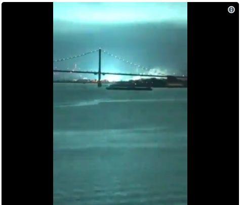 【アメリカ】ニューヨークで突然「停電」が起こり、上空が「青白く光り」輝き出す