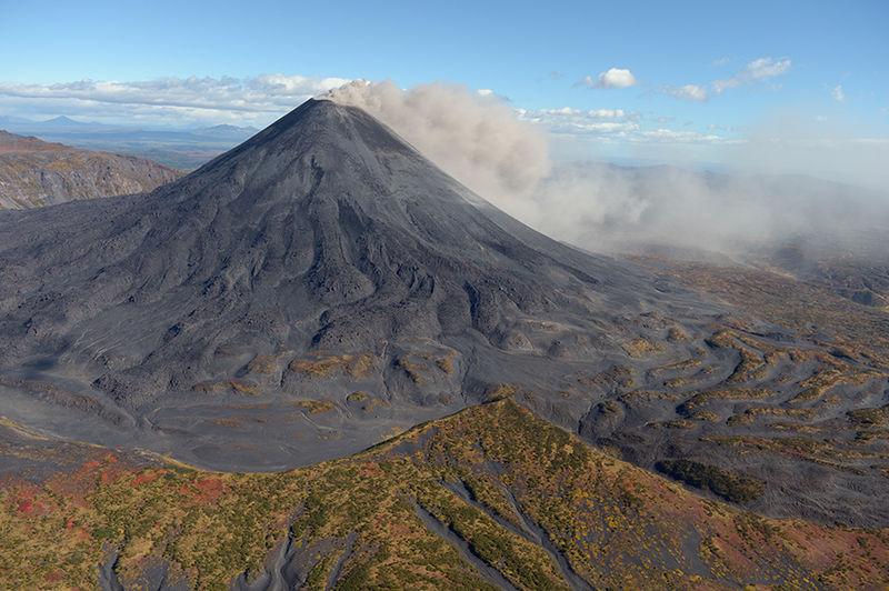 【ロシア】カムチャツカ半島のカリムスキー山が噴火…噴煙2000メートルを上げる