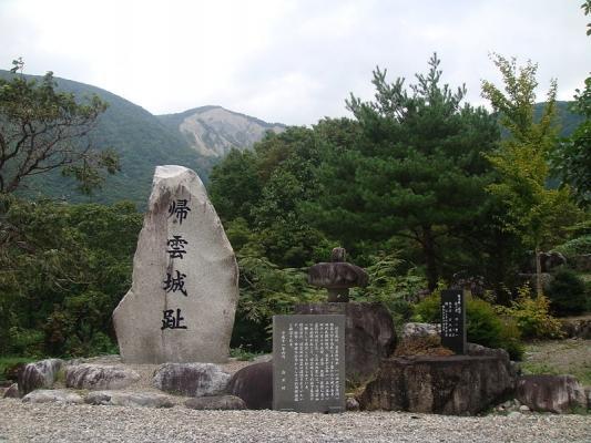 800px-Monument_of_Kaerikumo_Castle_Ruins_001.jpg