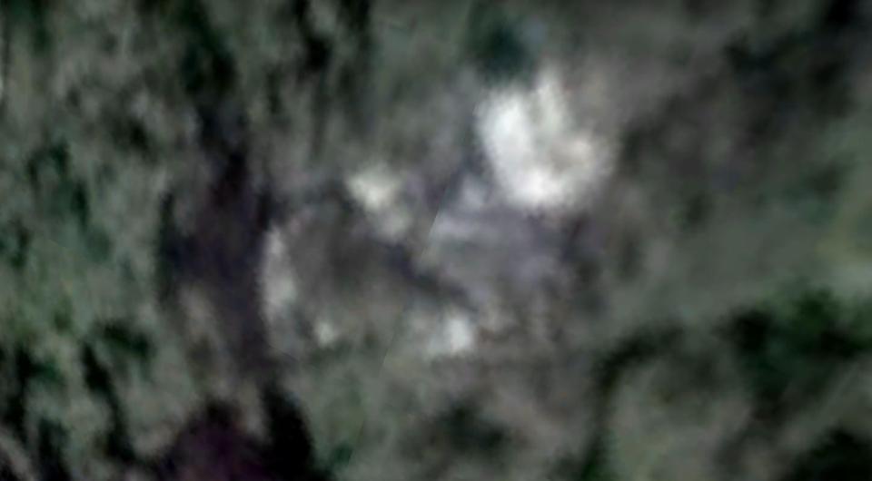【謎】消息不明のマレーシア航空MH370と見られる機体が「カンボジアの森林」で発見か?