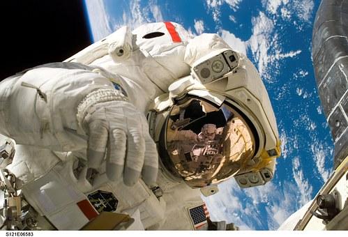 astronaut-11080__340.jpg