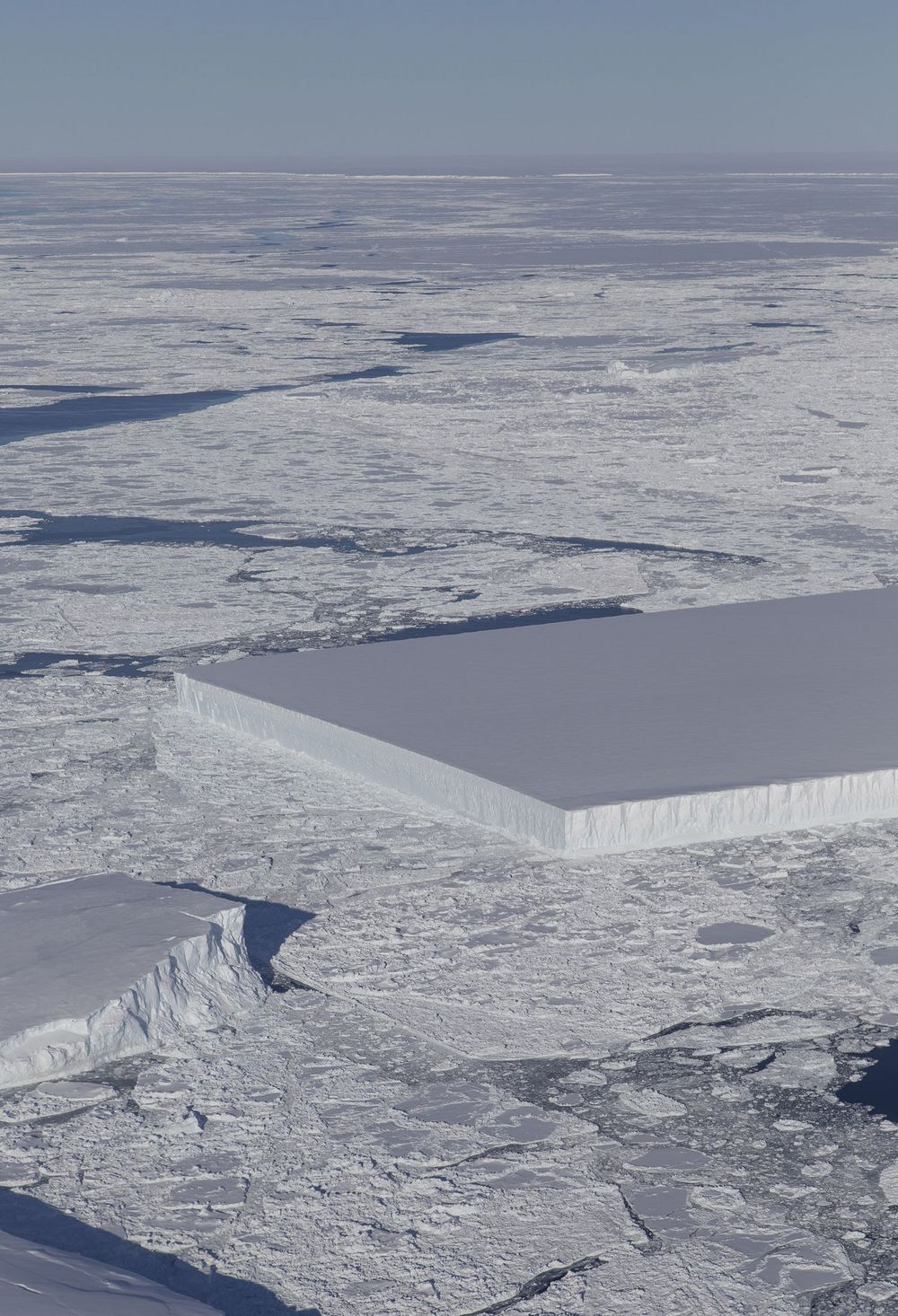 【モノリス】南極に「ヤバイ物」が出現してしまう…これは人類への何かメッセージなのか?