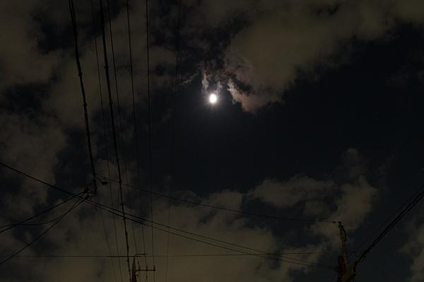 月と雲と電線